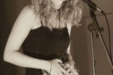 Clémence Savelli, la chanson pour arme