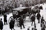 Faut-il des funérailles nationales aux chanteurs méritants ?