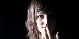 Lise Martin, intemporelle et solaire…