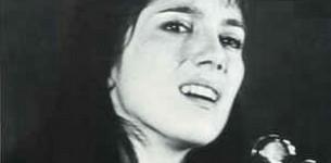 Claire, femme qui chante