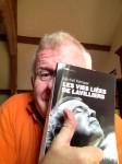 Bernard Joyet n'a certes pas chanté Lavilliers mais visiblement apprécié ce livre... (photo Coll pers Joyet)