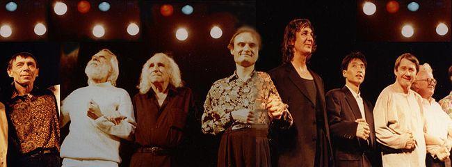 Hommage à Paul Castanier en février 1992 à l'Olympia avec de gauche à droite : Jacques Serizier, Georges Moustaki, Léo Ferré, Philippe Val, Jacques Higelin, Wasaburo Fukuda, Alain Meilland, Patrick Font.
