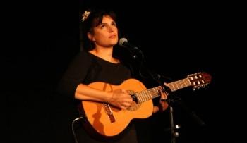 Lily Luca sur la scène d'Aizac (photo Pierre Bruneau)