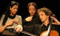Natasha Bezriche et deux de ses musiciens (photo DR)
