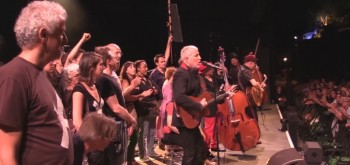 Lavilliers et intermittents sur la scène des Nuits de Fourvière le 11 juin 2014