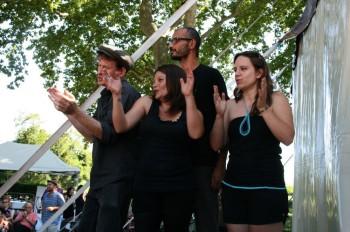 La jeunesse des Chansons de parole, dans l'organisation, parmi les artistes, guère dans le public