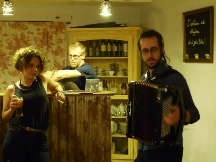 Corentin Coko, à l'accordéon (photo Claude Fèvre)