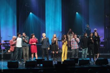 Les candidats avec ,e ntre autres, Yves Duteil, Lynda KLempay et la directeur du festival, Pierre