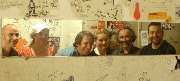 Dans les coulisses du Bijou. De g à droite ; Guilam, Sandrine Cabadi, Jules Nectar, Liz Van Deuq, Valses muettes et Chouf (photo Sylvie Ena)