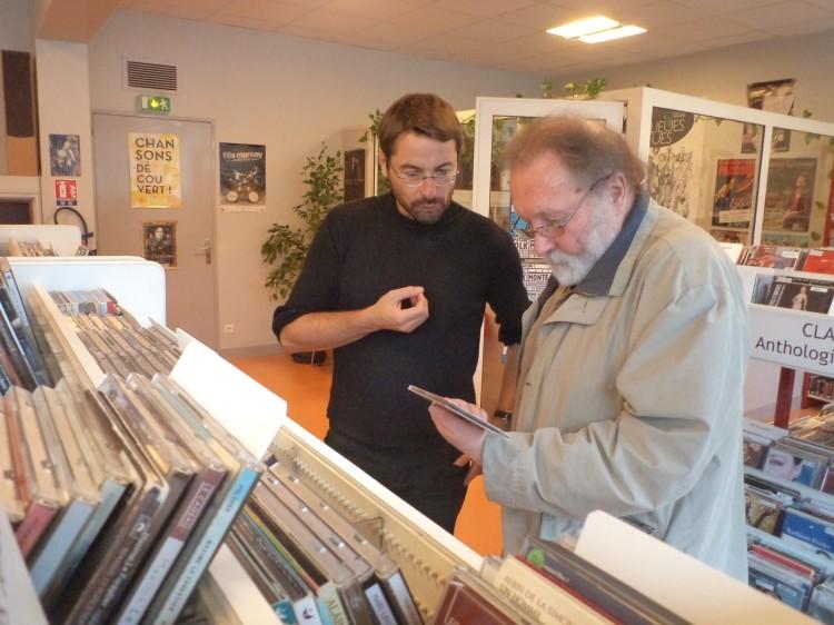 Dans une médiathèque de prêt parisienne : Patrick Engel et Norbert Gabriel (photo MK)