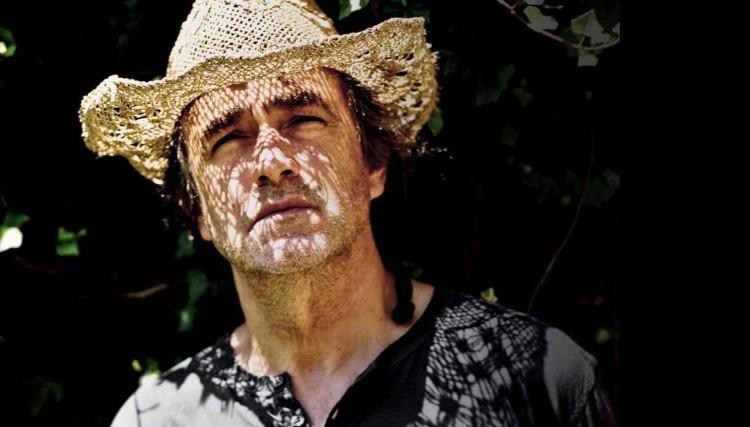 Jean-Louis Murat, dont un niveau visage se dessine en un livre explosif (photo DR)