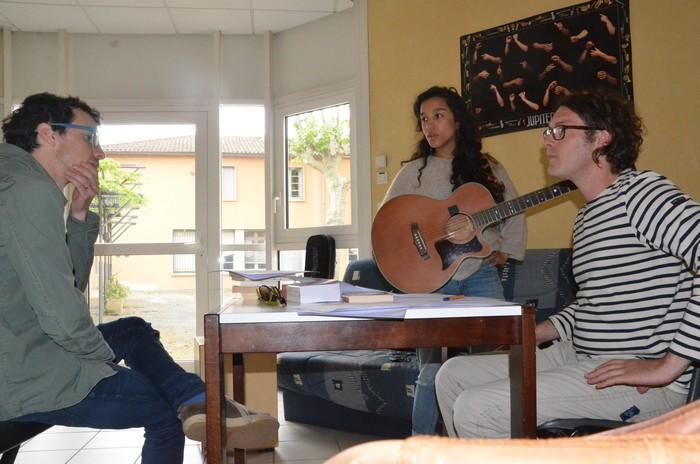 Jacinthe, Lylac et le formateur Julien Lebat (photo Voix du Sud)