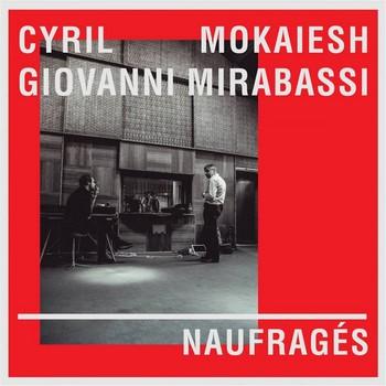 C'EST AUSSI UN DISQUE Cyril Mokaïesh ne cherche pas la facilité. Quant il fait un disque de reprises, c'est en choisissant les chansons les moins connues des chanteurs les moins connus du grand public, bien qu'ils soient les plus grands. De la passion pour Allain Leprest partagée avec le magnifique pianiste de jazz Giovanni Mirabassi est né ce grand disque hommage, où Mokaïesh trouve la juste mesure. Un choix de chansons (douze titres) qui n'est pas laissé au hasard. Depuis l'Ecoutez, vous ne m'écoutez pas de Jacques Debronckart, qui résume à elle seule toute la tragédie de ces artistes que, tels L'albatros, leurs ailes trop grandes empêchent de marcher. Jusqu'à la Chanson pour terminer, texte de Bernard Dimey, en clôture d'album : « Sauter par ma fenêtre / Pour aller jusqu'au bout / Des risques du métier ». Deux textes de Leprest donc, Nu : « Nu, j'ai vécu nu, Naufragé de naissance » point de départ de l'album et C'est peut-être. Debronckart encore avec la version incarnée de Nous (c'est nous), Dimey (et JeHan) à nouveau pour la douce amère J'aimerais tant savoir. Les écorchés de la chanson Léotard, Mano Solo, Daniel Darc et Vissotski. Mais aussi, moins évident dans cette distribution, mais tout autant à leur place, Vassiliu et Stephan Reggiani. Il est vivement conseillé de se procurer le livre disque où l'historien de la chanson Bertrand Dicale nous conte les destins lumineux et tragiques de ces naufragés de la vie et du succès, chez Sony Music.  Album Naufragés, 2015. Existe en livre album, texte de Bertrand Dicale