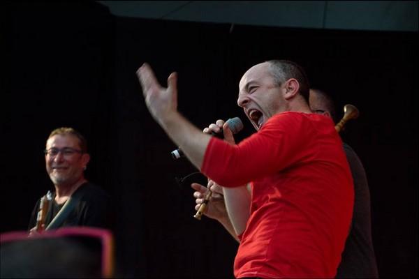 Sylvain Girault, chanteur de Katé-Mé (photo photos d'archives Laetitia Rouxel, page facebook Sylain Girault)