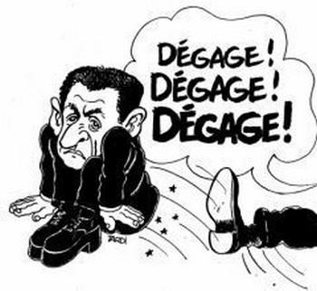 Tout l'monde m'appelle Le monstre rigolo ça m'fait d'la peine Je vaux pas un euro Quand je fais «Hiiiiii!» Je fais moins peur que Sarkozy (Le monstre rigolo – Zut, 2004) Si les peurs de la France d'en bas, raciste Sont reprises par la France d'en haut, opportuniste Dans un discours sécuritaire, extrémiste Le prochain président Sera le petit nabot, fascite (Tolérance zéro – Miss Hélium, 2004) Le citoyen Sarko Ce rusé renardeau Fait toujours salle pleine (De la pluie et du beau temps – Henri Tachan, 2007) Et l'peuple souverain, chapeau la clairvoyance! Par sa majorité librement exprimée L'a jugé respectable, et méritant confiance Et digne qu'on le suive, et digne d'être aimé Douce France! (Démocratie – Michel Bühler, 2008) Nick ne tarda pas à faire enfler ses chevilles Il voulait prouver à son maître qu'il avait bien appris Ses déclinaisons de félonie Jack se retourna le regard tendu vers le ciel Mais c'est derrière lui qu'était l'oiseau Lui perforant les vertèbres à grands coups de bec dans le dos (Chicken manager – Alexis HK, 2009) Tiens, le v'là qui s'pointe Sarkozy le messie Il est passé par ici Il repassera par là (Paix à nos os – Hervé Cristiani, 2008) Amnésie chez l'être humain Et le Sarkozy revient En grandes pompes main dans la main  Elu par un tas d'crétins Qui plus est républicains (Poupapon – Olivier Trévidy, 2006) Comment ça fait qu'on s'sent Quand on flirte avec l'indécent Est-ce qu'on s'amuse à évaluer Le prix d'sa montre en RMIs Est-ce qu'on s'dit qu'on l'a pas volée Ou est-ce qu'on s'en persuade à moitié (Comment ça fait – Hervé Akrich, 2012) Le président du fait divers Rêvant de Bouygues et Lagardère Se fait monarque en talonnette (Marcher droit – Tryo, 2008) Y'en a-tu un ici qui comme suit Fier de sa montre Sarkozy Néomacho moderne Cultive son BlackBori Les ongles tout' prop' qui dit (J'ai pas dit – Bori, 2009) Il pleut, il pleut, il pleut, voici venir l'orage! Dégage! Dégage! (Dégage, dégage, dégage! - Dominique Grange, 2012)