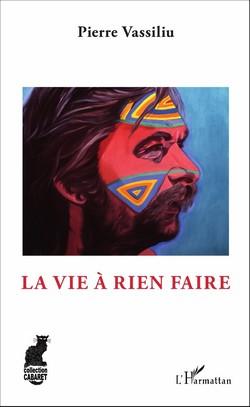 PIERRE VASSILIU,  «LA VIE À NE RIEN FAIRE» Premier livre de Pierre Vassiliu, paru initialement et furtivement en mai 1989 chez Michel Lafon, éditeur qui, semble-t-il, lâcha cet ouvrage et son auteur au bout de dix jours, les condamnant, le livre et l'auteur, injustement et définitivement. Une autobiographie à laquelle le chanteur de J'ai trouvé un journal dans le hall de l'aéroport, Amour amitié et Lena (de Qui c'est celui-là aussi, mais celui-là, justement, on le connaît) tenait particulièrement, s'y étant investit avec talent et passion. Qui nous raconte sa fuite du boulot-impôts-dodo, avec femme, enfants et chien, direction l'Afrique, loin de tout. Franchise, honnêteté, truculance parfois, c'est le roman de grandes, de très très grandes vacances, à l'aventure. Pour qui connaît ne serait-ce qu'un peu l'œuvre chantée de Pierre Vassiliu, ce livre nous permet de le retrouver, en plus intime encore, parfois serein, aventureux aussi (comme quand, cloué au lit par le palu, il lutte à mort contre une énorme mygale). En «explorateur de la chaleur humaine». Un livre sympa, comme l'est le personnage. MK Collection Cabaret, L'Harmattan 2017. 294 pages, 29 €