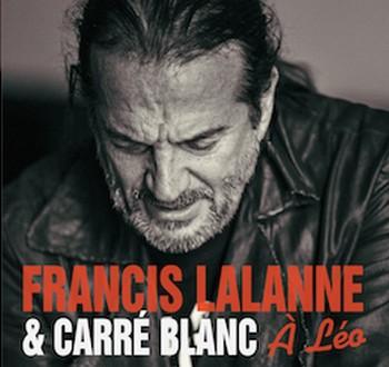 FRANCIS LALANNE: À LÉO Rien de que chroniquer un disque de Lalanne déclenchera son lot de sarcasmes. Pour l'essentiel, on aura tord. Ça vaut le coup d'entendre Françis Lalanne dans l'habit des mots de Léo. Cette voix que nous avons aimé qui s'empare de ces titres emblématiques que sont Avec le temps, Les anarchistes, C'est extra, Vingt ans, L'affiche rouge (sur ce titre, convenons que Lalanne en fait sans doute un peu trop: il lalannise!), La mémoire et la mer. Et, en duo avec Ferré lui-même, Pauvre Rutebeuf. Bon, on tiquera un peu sur cette archive sonore (des Francofolies de La Rochelle 1987) où Ferré annonce le couplet nouveau que Lalanne adjoint au Temps des cerises et interprète. Suivent deux amples chansons (10'57 et 8'44) de Lalanne, aussi inédites qu'intéressantes, consacrées à Léo, en «mode Ferré». Ça, c'est pour l'essentiel. On peut tenir pour superflu et prétentieux – mais tel est aussi, hélas, Lalanne – le second disque joint au premier: une interview d'une heure dix-huit de Lalanne. Où on saura tout de la genèse de ce présent album, de la rencontre avec Ferré, des déboires d'Athom le rebelle, du film Le passage et du succès de la chanson-titre, de ses diverses activités, de ses problèmes... Etait-ce vraiment utile d'auto-consigner ça sur disque? N'est-ce pas un rien mégalo? Le fait est que ça met en doute la sincérité de l'ensemble de cette production. C'est dommage, car le premier disque contenu dans le boitier vaut le coup, qu'on soit amateur de Léo Ferré ou de Françis Lalanne. A plus forte raison des deux. Françis Lalanne & Pré Carré, A Léo, Frémeaux & associés 2017.