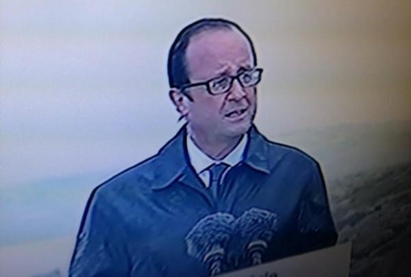 François Hollande en discours, sous la pluie, à l'île de Sein (copie d'écran)