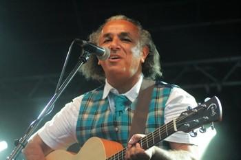 Le directeur et programmateur du festival, Djamel Touil, est lui-même chanteur