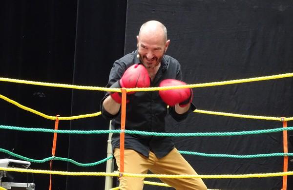 Hervé Suhubiette sur le ring des Chansons d'Amou (photos Michel Trihoreau)