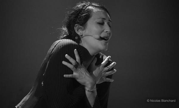 Amélie les crayons sur la scène de Venelles (photos Nicolas Blanchard)