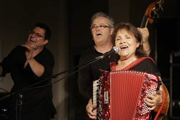 Michèle Bernard (avec Sandrine De Rosa et Michel Sanlaville). Photo Anne-Marie Panigada