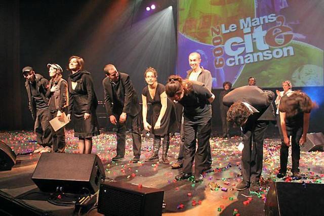 """Le palmarès du Mans Cité Chanson, en 2009, avec (de gauche à droite) Flow, Julie et le vélo qui pleure, Yoanna et Noof. A cette époque, on parlait de """"chanson"""", pas de """"pop""""."""