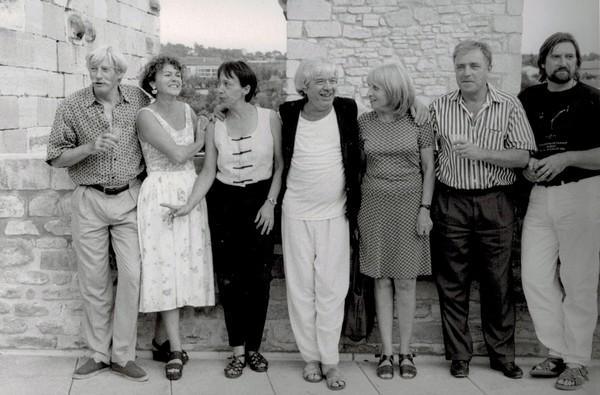 Barjac, 1992 : Jean Ferrat, Simone Mathis, Cathy Ville-Chaulet, Jean Vasca, Francesca Solleville, Édouard Chaulet, Jofroi (collection personnelle Édouard Chaulet)