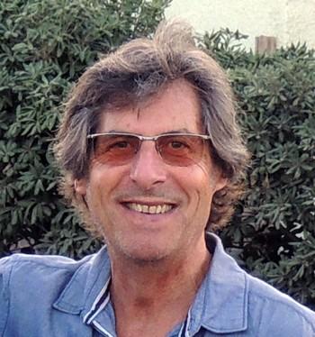 Fred Hidalgo, journaliste, éditeur, fondateur de Paroles & Musique et de Chorus a voué l'essentiel de sa vie à la chanson. Il est également l'auteur de Putain de chanson (Éditions du Petit Véhicule, 1991), Jacques Brel, l'Aventure commence à l'aurore (L'Archipel, 2013), La mémoire qui chante (Hidalgo, 2016) et Jean-Jacques Goldman (L'Archipel, 2016).