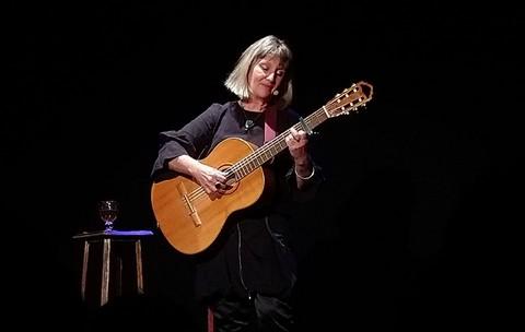 Sophie Martin sur la scène de Viricelles (photo Babette Richard)