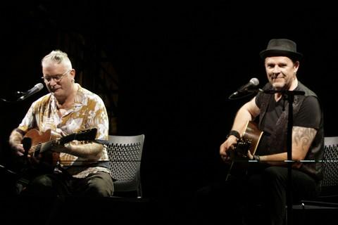Sanseverino et Eric Frasiak sur la scène de Barjac (photos Anne-Marie Panigada)