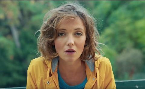 """Clio (capture d'écran du clip """"Amoureuse"""")"""