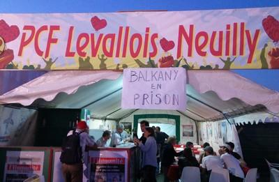 Liesse au stand du PCF de Levallois (photo PE)