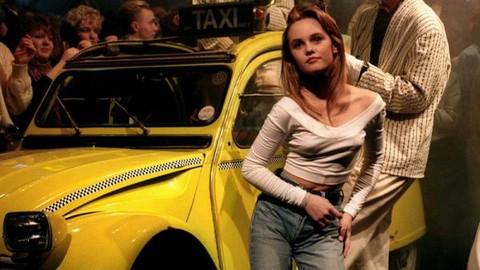 """Vanessa Paradis, """"Joe le taxi"""" : en fait l'évocation d'une chauffeuse de taxi pour """"Le Privé, un club des Champs-Elysées (capture d'écran)"""