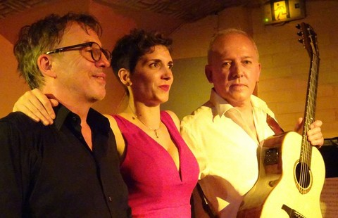 Marie Baraton en trio (photo non créditée tirée de sa page facebook)