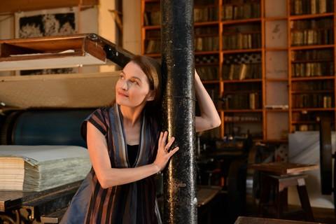 Virginie Seghers à l'atelier Idem-Paris (photo Pierrick Bourgault)