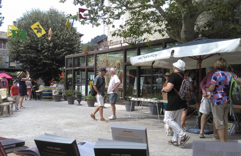 Place d'Antraigues, été 2019 (photo MK)