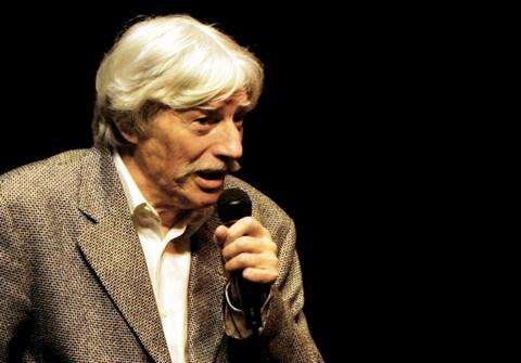 Jean Ferrat, décembre 2004 au Théâtre Silvia Montfort à Paris (photo AM Panigada)