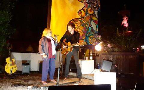 Francesca Solleville et Frédéric Bobin sur la scène d'Antraigues (photo Dominique Teppe-Dupelot)
