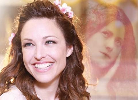 """Natasha St-Pier (détail d'une annonce promotionnel de son spectacle """"Thérèse de Lizieux"""")"""