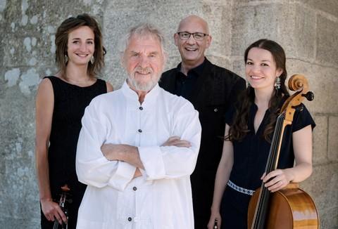 Gilles Servat en quatuor (photo presse non créditée)