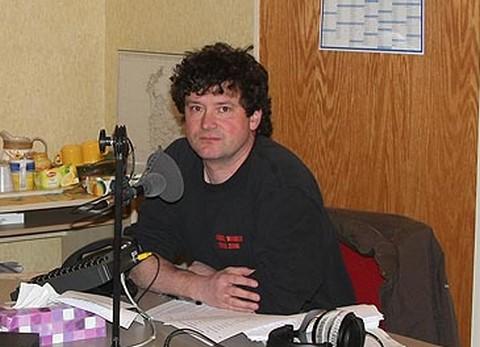 """Patrick Boes au micro de """"Jambon Beurre"""" (collection personnelle Albert Weber)"""