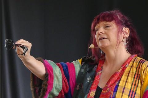 Céline Faucher sur la scène de Barjac (photos Anne-Marie Panigada)